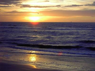 800px De Panne Sonnenuntergang am strand